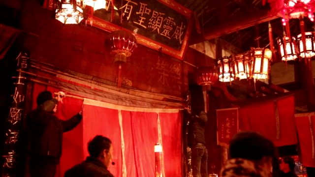 fuzhou, china - february 11, 2017: villagers preparing the pray performance in the temple - only mature men stock videos & royalty-free footage