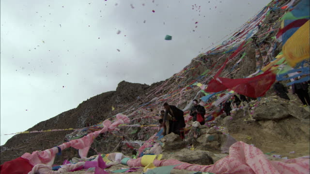 ws la villagers throwing tibetan new year prayer flags into air, tibet, china - 2007 stock-videos und b-roll-filmmaterial