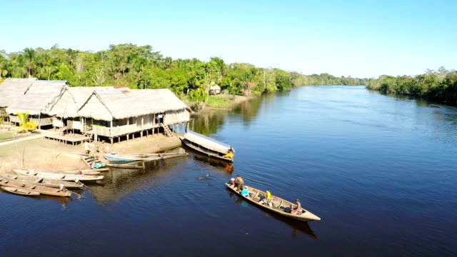 Dörfer und Fluss Ruderboote, Peru Amazonas, Peru