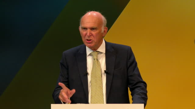 vídeos de stock e filmes b-roll de vince cable saying brexit is not inevitable it can and it must be stopped during a speech in brighton - conferência partidária