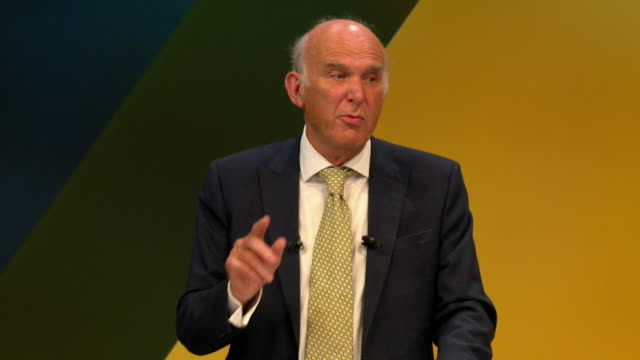 vídeos de stock e filmes b-roll de vince cable saying if jeremy corbyn does not support a people's vote on the final brexit deal labour members should wave him goodbye - conferência partidária