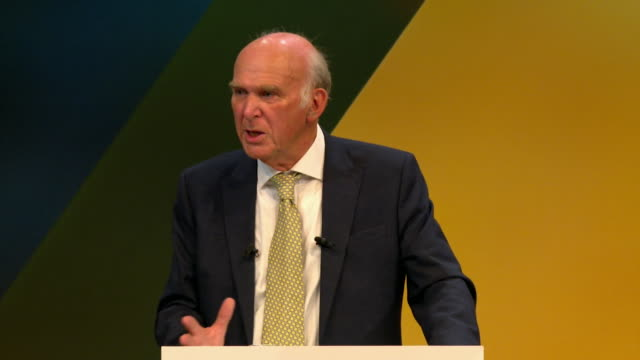 vídeos de stock e filmes b-roll de vince cable saying millions can see the two main parties have been hijacked by those that want to turn their backs on the modern interconnected world... - conferência partidária