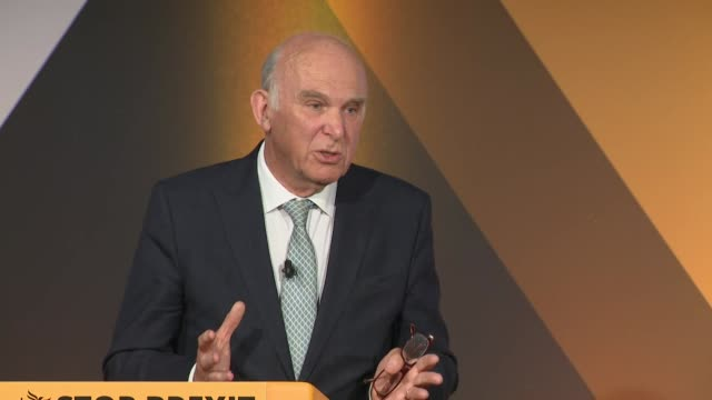vince cable saying there are millions of people who are craving an alternative to the extremes on the right and left presented by the conservatives... - talarstol bildbanksvideor och videomaterial från bakom kulisserna