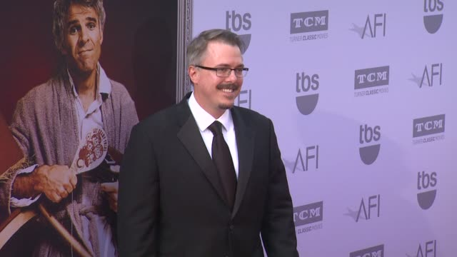 vídeos de stock, filmes e b-roll de vince gilligan at the american film institute's 43rd life achievement award gala tribute to steve martin at dolby theatre on june 04 2015 in... - american film institute