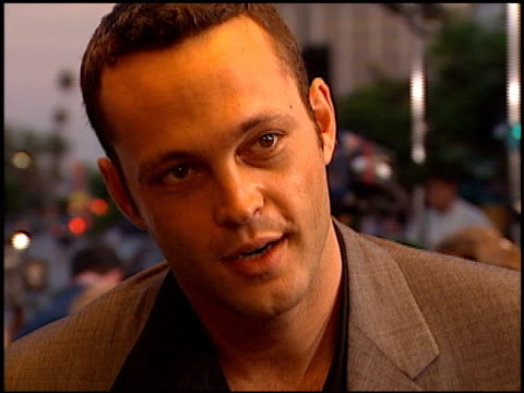 vince vaughn at the 'return to paradise' premiere at mann theatre in westwood, california on august 10, 1998. - vince vaughn stock videos & royalty-free footage