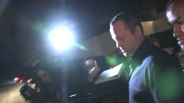 vídeos y material grabado en eventos de stock de vince vaughn leaving bryan lourd pre oscar party in bel air ca - oscar party