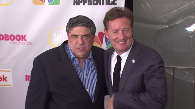 vincent pastore and piers morgan at the finale of 'the celebrity apprentice' at rockefeller center in new york new york on march 27 2008 - vincent pastore stock videos and b-roll footage