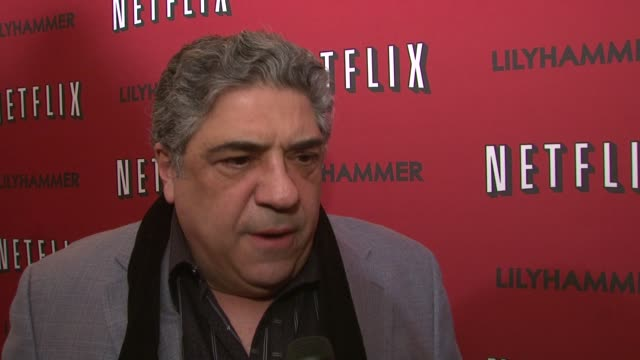 vincent pastore on his friend steven van zandt, and his sopranos background at north american premiere of lilyhammer, a netflix original series at... - スティーブン ヴァン ザント点の映像素材/bロール