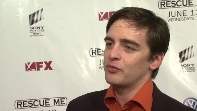 vídeos de stock, filmes e b-roll de vincent piazza on being excited to be here tonight what we can expect from him as a new cast member what it's like to join a cast like this and what... - rescue me