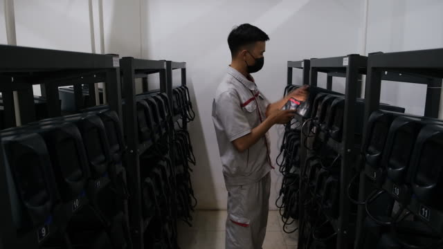 vinfast employee checks a battery at the company's electric battery charging station in hanoi, vietnam on thursday, september 17, 2020. vietnamese... - energy efficient stock videos & royalty-free footage