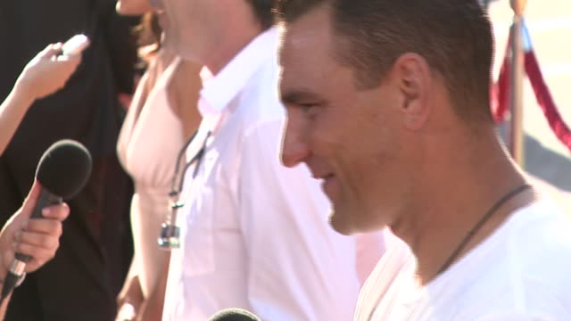 vinnie jones at the 'stardust' los angeles premiere at paramount studios theater in hollywood california on july 29 2007 - vinnie jones stock videos & royalty-free footage