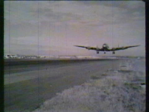 vintage airplane - passagierflugzeug stock-videos und b-roll-filmmaterial