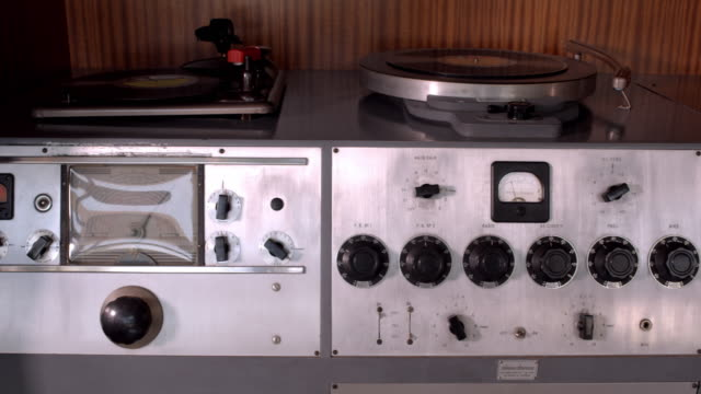 CU TS vintage audio system from 1947 installed in his living room by Frank Sinatra