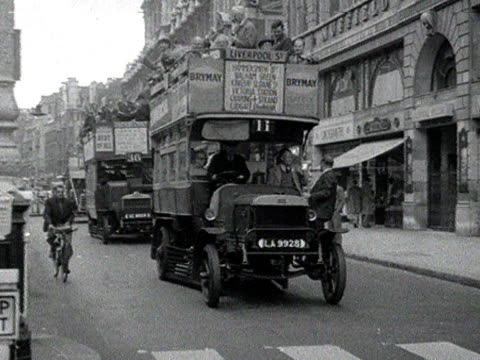 vintage buses move along piccadilly. - doppeldeckerbus stock-videos und b-roll-filmmaterial