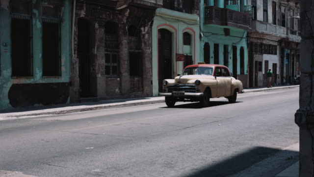 vintage cars driving in street in havana, cuba - horseless carriage stock videos & royalty-free footage