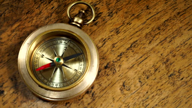 vintage kompass - kompass stock-videos und b-roll-filmmaterial