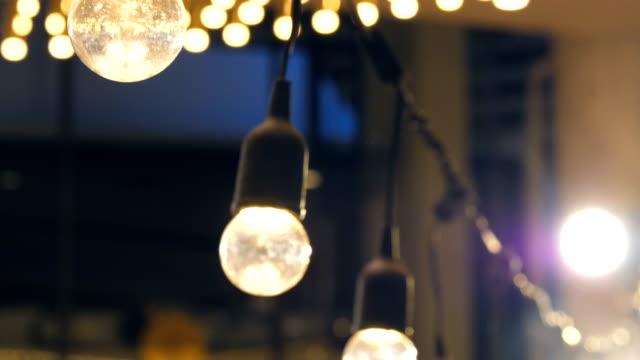 vidéos et rushes de ampoule incandescent vintage - ampoule électrique
