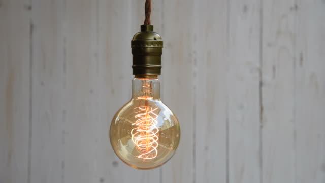 vídeos de stock e filmes b-roll de tm vintage decoração de iluminação - electric lamp