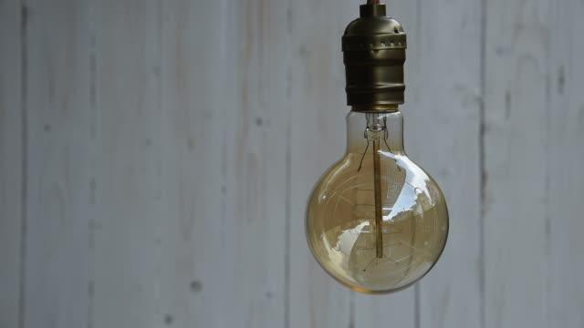 vídeos de stock e filmes b-roll de tm vintage decoração de iluminação - lâmpada elétrica