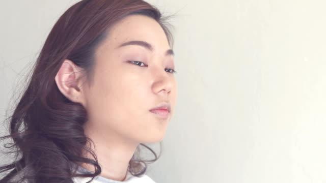 ビンテージのメイクアップ アーティスト、 - フェイスブラシ点の映像素材/bロール
