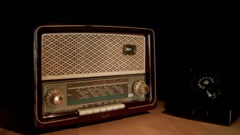 vintage radio and phone - radio broadcasting stock videos & royalty-free footage