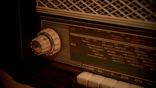 vintage radio - radio broadcasting stock videos & royalty-free footage