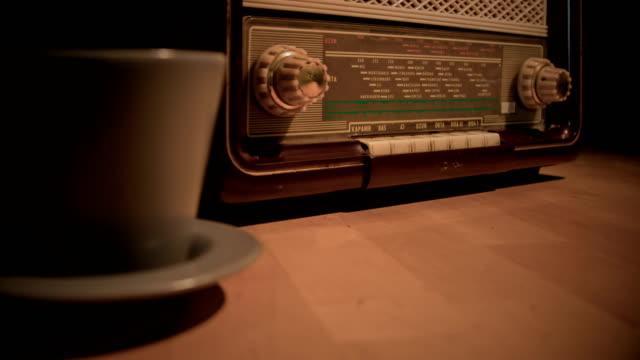 vintage radio - radio broadcasting stock videos & royalty-free footage