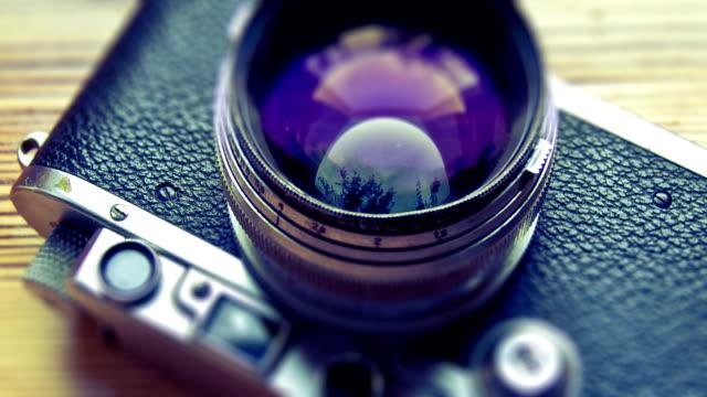 stockvideo's en b-roll-footage met vintage rangefinder camera view - cross processen