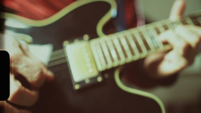 vidéos et rushes de série rock vintage: guitariste - rock moderne