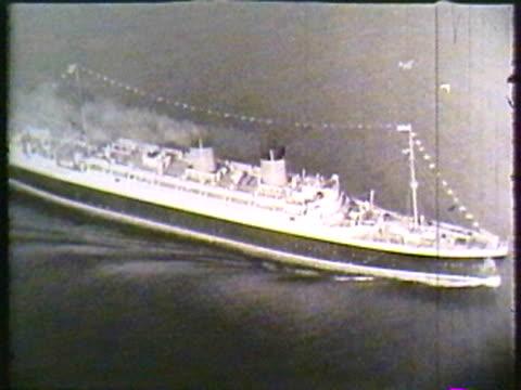 vintage ship - black and white点の映像素材/bロール