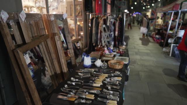 vídeos de stock e filmes b-roll de vintage shops on golborne road at night in winter - portobello