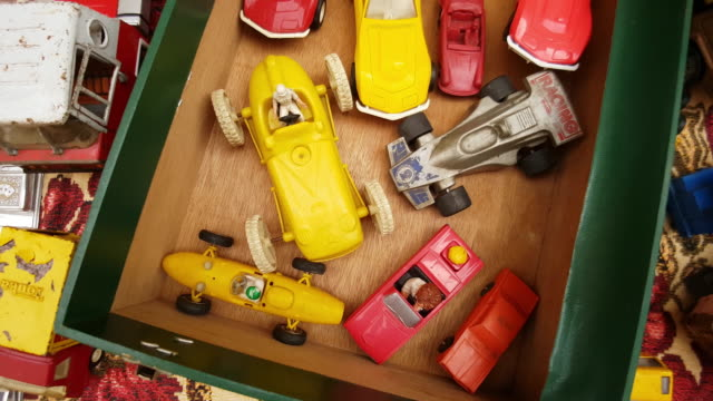 vídeos de stock e filmes b-roll de vintage toy cars offered at the open flea market - antiguidades