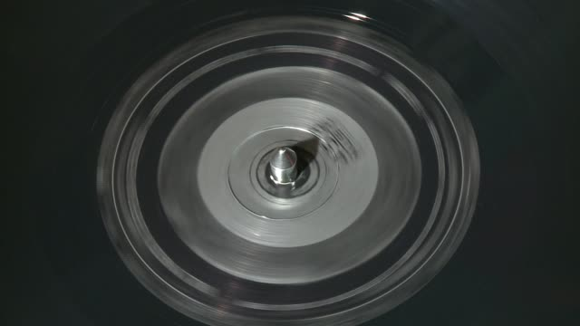 / vinyl record spins on turntable at united record pressing in nashville tennessee - cd発売点の映像素材/bロール