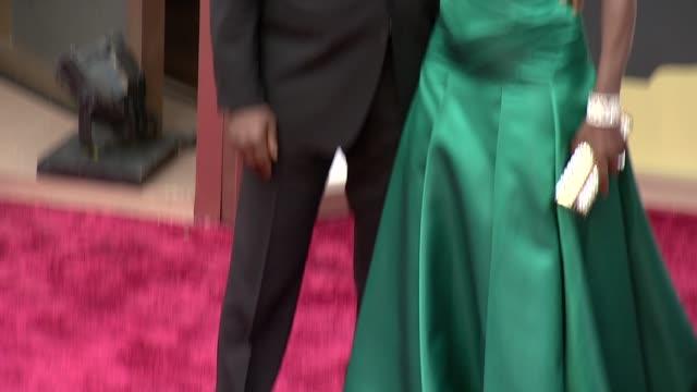 vídeos de stock, filmes e b-roll de viola davis 86th annual academy awards arrivals at hollywood highland center on march 02 2014 in hollywood california - viola davis