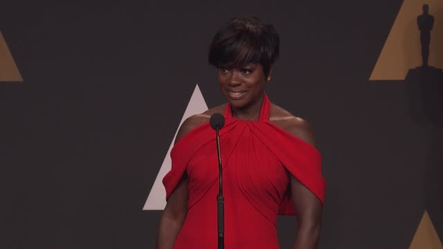 viola davis at 89th annual academy awards press room at hollywood highland center on february 26 2017 in hollywood california - cerimonia degli oscar video stock e b–roll