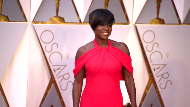 viola davis at the 89th annual academy awards - arrivals at hollywood & highland center on february 26, 2017 in hollywood, california. 4k available -... - academy of motion picture arts and sciences stock videos & royalty-free footage