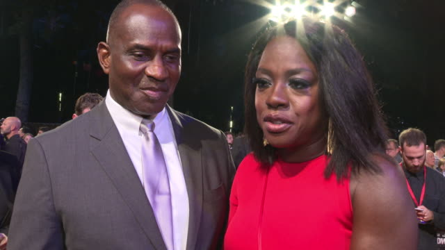 vídeos de stock, filmes e b-roll de interview viola davis on her character times has not changed women's wrights much still many years women rights not just being a hashtag at 'widows'... - viola davis