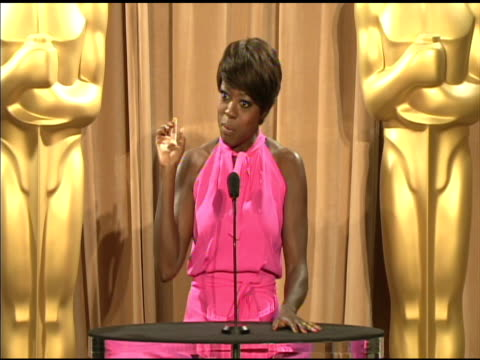 vídeos de stock, filmes e b-roll de viola davis on her glamorous look at the 84th academy awards nominations luncheon in beverly hills ca on 2/6/12 - viola davis