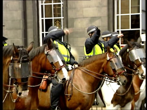 Violent clashes erupt ahead of summit GMTV HAVE REUSE RIGHTS ON ITN FOOTAGE UP TO 3 AUG 2005 SCOTLAND Edinburgh Royal Mile SIDE line of riot police...