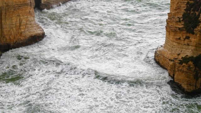Violent Water Waves schlagen Beiruts Naturland-Landmark-The Pigeons ' Rock/The Rock of Raouché