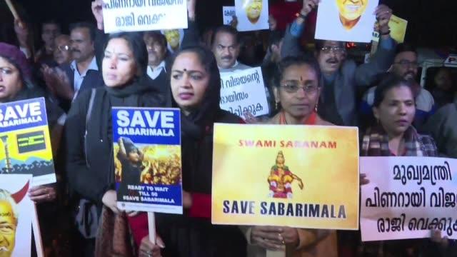 violentos enfrentamientos se desataron el jueves en el estado de kerala al sur de india por segundo dia consecutivo luego de que dos mujeres... - entrada stock videos and b-roll footage