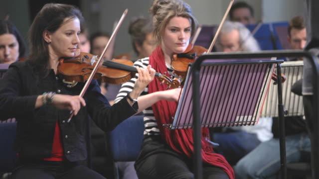 Violinists in Harmonie