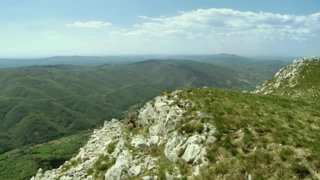 ws tu vipavska valley from nanos, karstic limestone plateau / vipava, nature park nanos, slovenia - slovenia stock videos & royalty-free footage