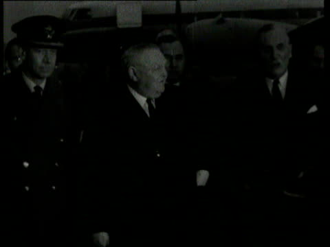 vips arrive at airport to attend the state funeral of sir winston churchill / seen are dwight eisenhower west german chancellor ludwig erhard general... - winston churchill politik stock-videos und b-roll-filmmaterial