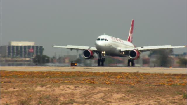 ms, ts, virgin america airbus taxiing on tarmac, los angeles international airport, los angeles, california, usa - airbus stock-videos und b-roll-filmmaterial