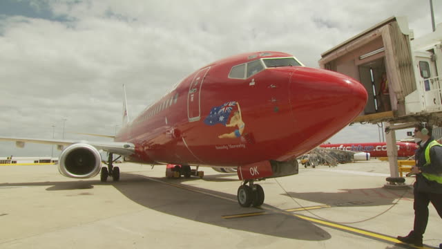 Virgin Blue Boeing 737-800 pushing back, Australia
