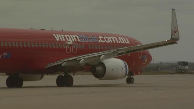 Virgin Blue Boeing 737-800 taxiing, Australia