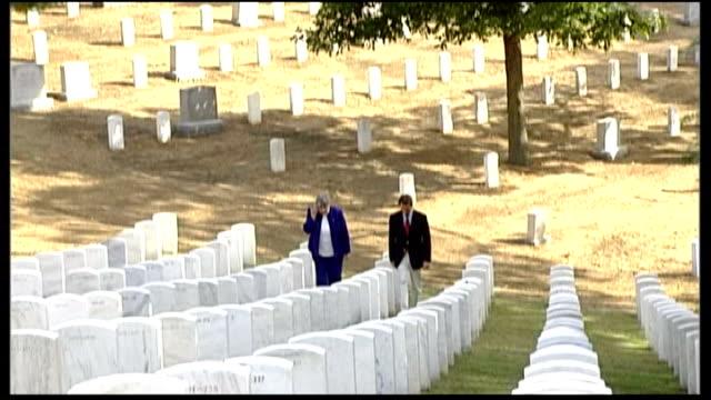 virginia arlington arlington cemetery itn reporter along next ruth stonesifer - アーリントン国立墓地点の映像素材/bロール