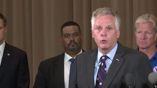 vidéos et rushes de virginia governor speaks at press conference after deadly charlottesville car attack on aug. 12, 2017. - charlottesville