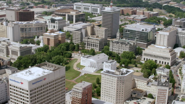 ws aerial pov virginia state capitol building with cityscape / richmond, virginia, united states - richmond virginia stock videos & royalty-free footage
